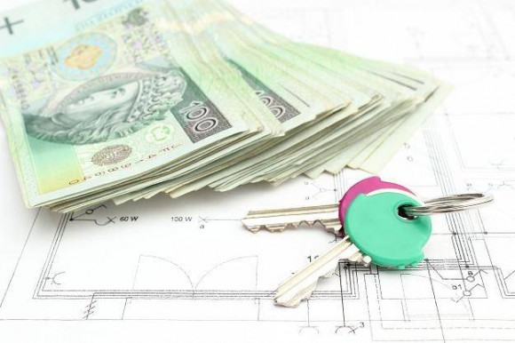 banknoty i klucz